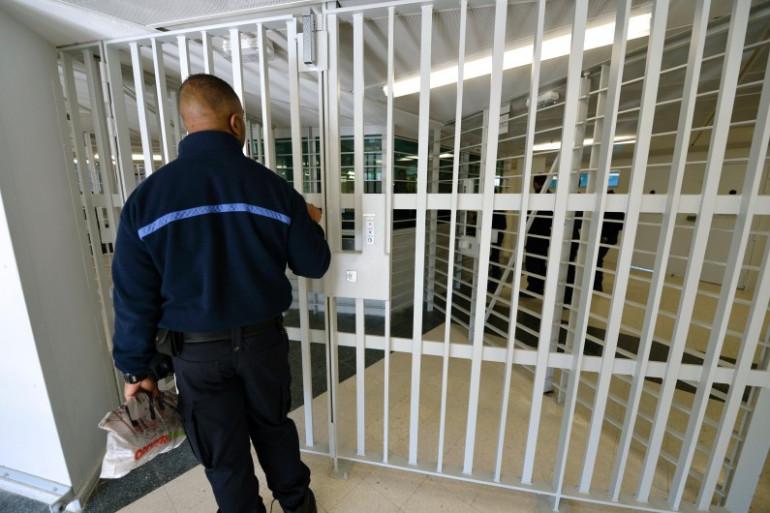 Un surveillant de prison à Fleury-Mérogis le 31 octobre 2013 (archives)