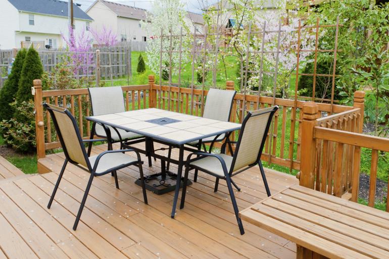 L'aspect esthétique n'est pas le seul critère à prendre en compte pour choisir son revêtement de terrasse