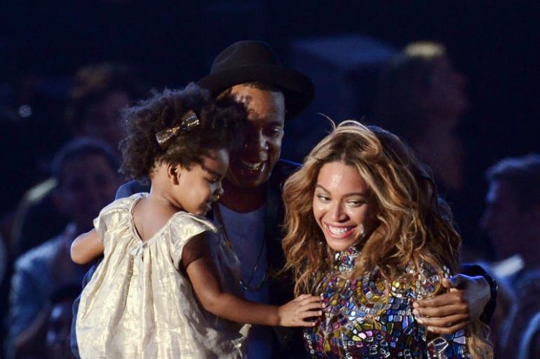 Beyoncé, Jay Z et leur fille Blue Ivy Carter sur la scène des MTV Video Music Awards, le 24 août 2014 en Californie