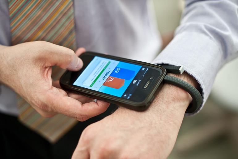 Le marché en plein essor des bracelets connectés est dominé par des marques comme Fitbit, iHealth ou Jawbone (ici le bracelet UP).