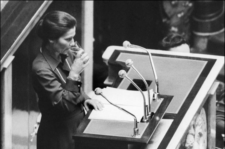 Simone Veil lors d'un discours sur l'IVG, le 26 novembre 1974 à l'Assemblée nationale