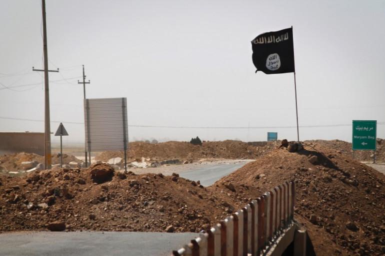 Un drapeau de l'Etat islamique en Irak.