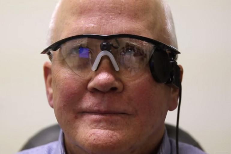 """Aveugle depuis 30 ans, Larry Hester a retrouvé la vue grâce à un """"œil bionique"""""""
