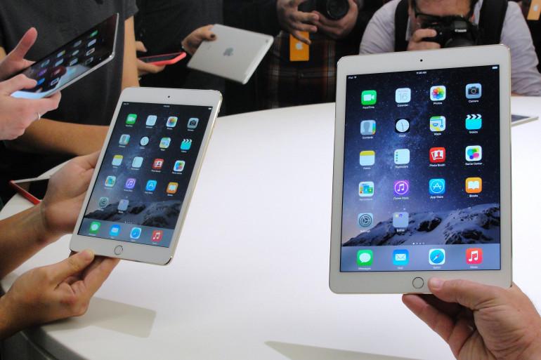 L'iPad mini 3 (à gauche) et l'iPad Air 2 présentés à Cupertino jeudi 16 octobre 2014