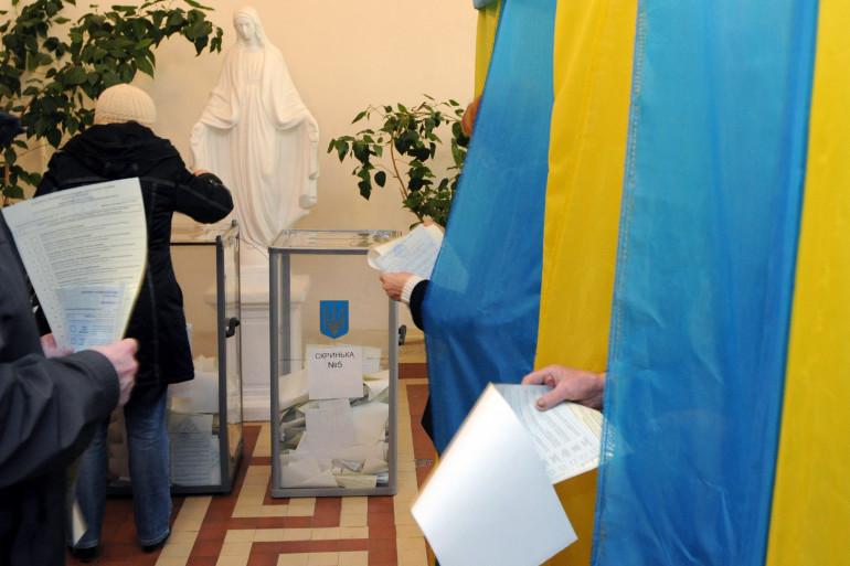 Les pro-occidentaux ont remporté une victoire écrasante aux législatives ukrainiennes dimanche 26 octobre.