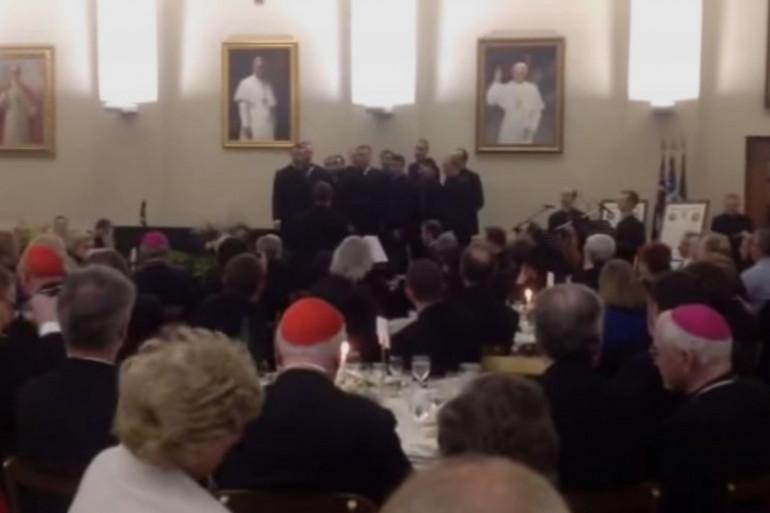La battle de claquettes de prêtres qui fait rire les internautes