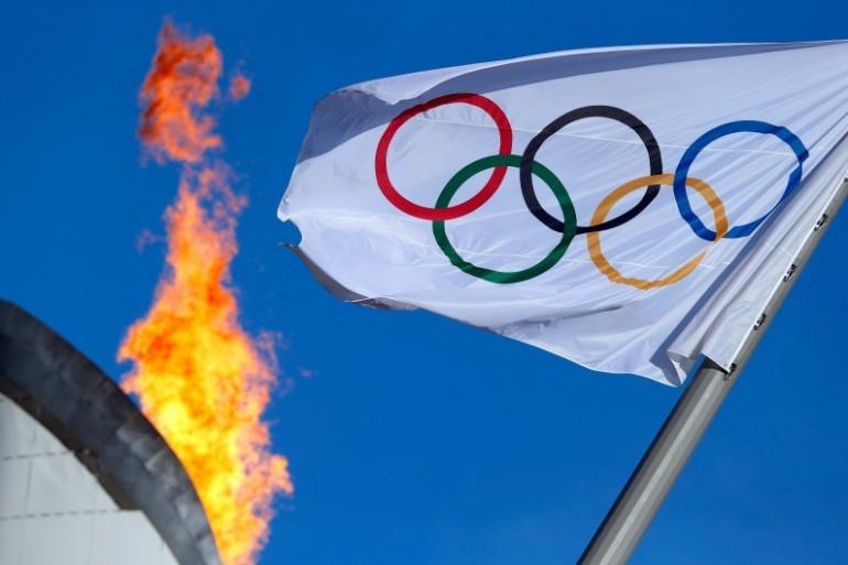 Les anneaux et la torche olympiques