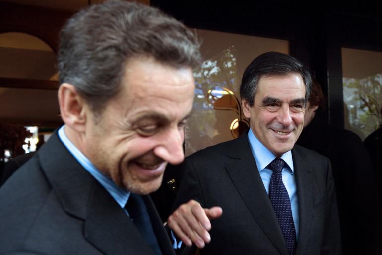 Nicolas Sarkozy et François Fillon à la sortie d'un restaurant parisien, le 24 octobre 2012 (archives)