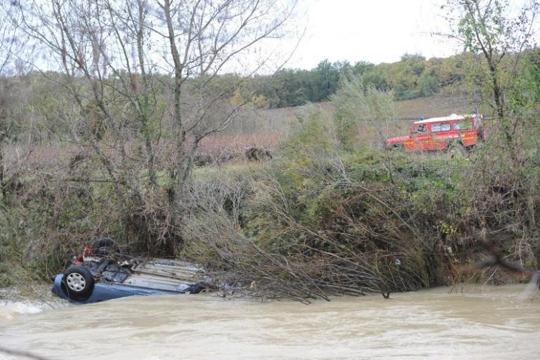 La voiture emportée par les eaux, à Cruviers-Lascours dans le Gard, le 15 novembre 2014.