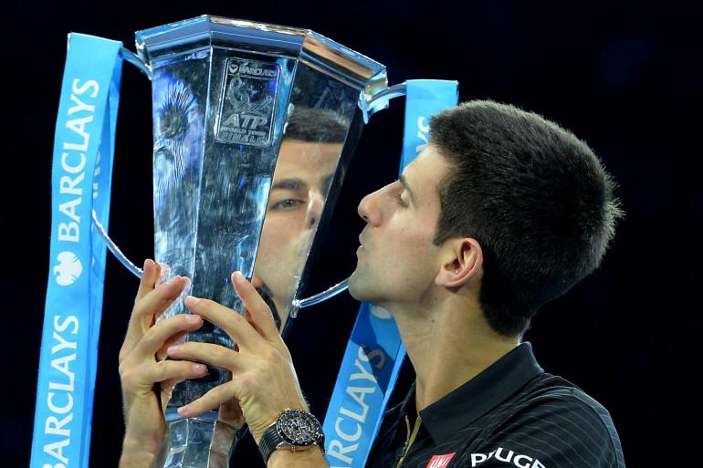 Novak Djokovic est N.1 mondial après avoir remporté le Masters de Londres sur forfait de Federer le 16 novembre.
