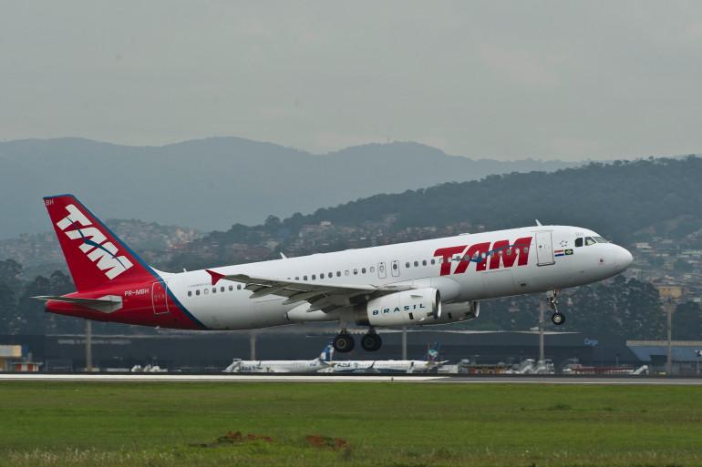 Un avion de la compagnie brésilienne TAM, a l'aéroport international de Sao Paulo, le 8 novembre 2013 (archives).