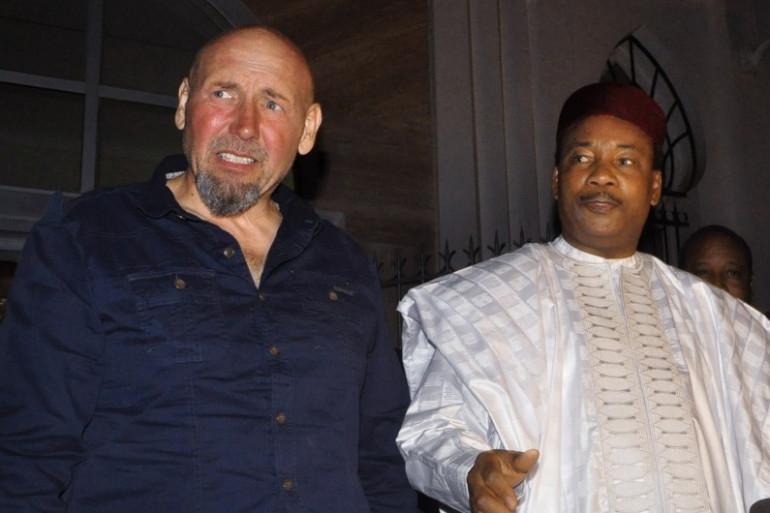 Serge Lazarevic et Mahamadou Issoufou, le président de la République du Niger, le 9 décembre 2014