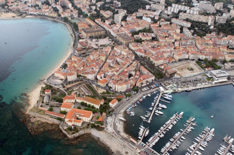 Vue aérienne d'Ajaccio. (Illustration)