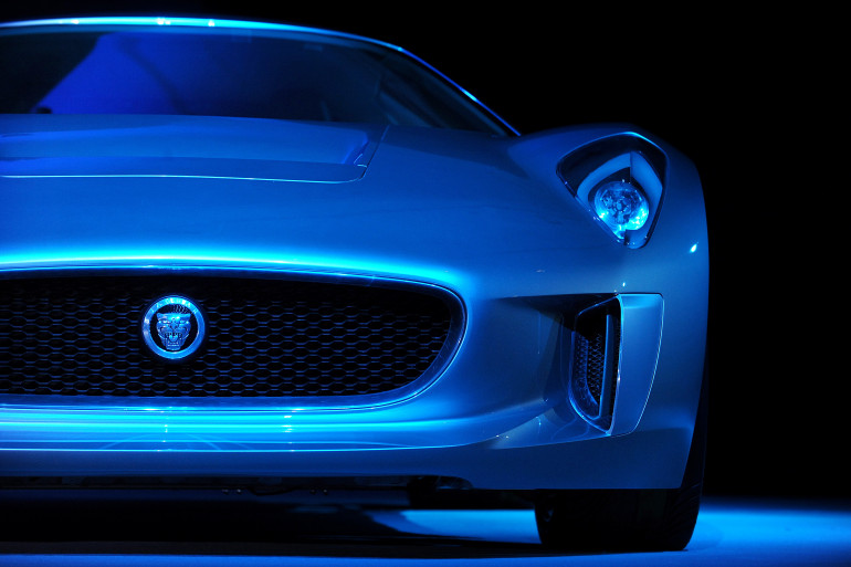 """Dans """"Spectre"""", le prochain James Bond, Christoph Waltz pilotera une Jaguar C-X75"""