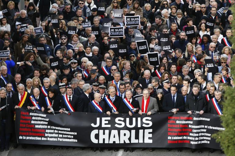 Des milliers de personnes se sont rassemblés à Nice le 10 janvier 2015 en hommage aux victimes des attentats de ces derniers jours.