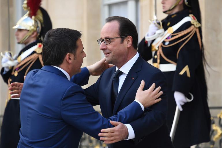 François Hollande accueille Matteo Renzi, le président du conseil italien, à l'Élysée avant la marche républicaine.