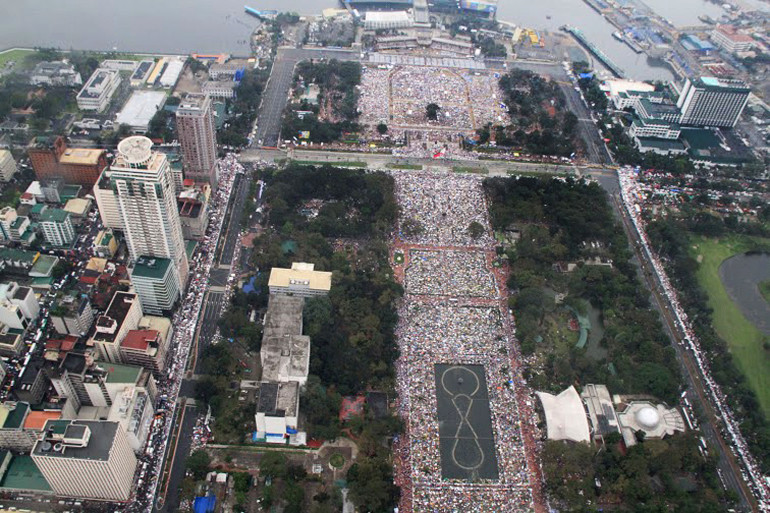 Le pape a célébré une messe devant 6 millions de personnes à Manille.