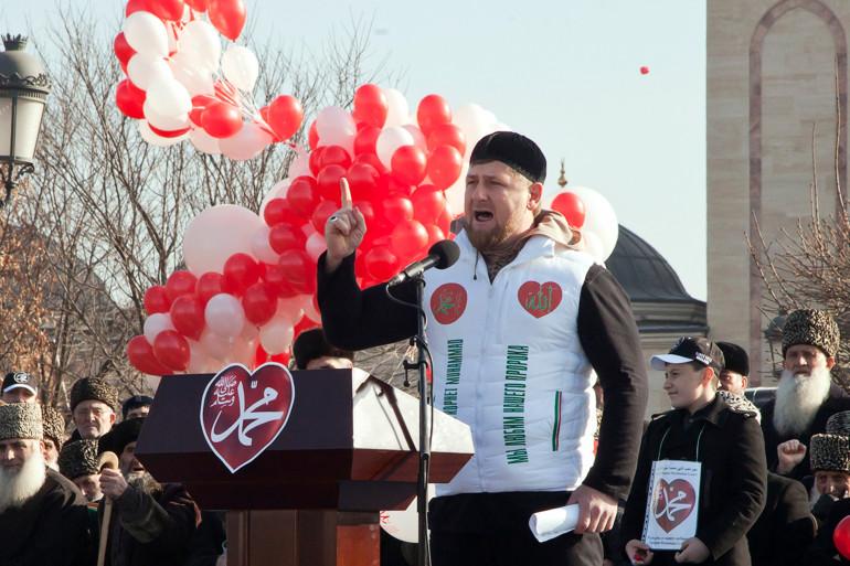 Le Président Ramzan Kadyrov prononce un discours pendant la manifestation du 19 janvier 2015.
