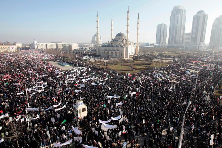 """Des centaines de milliers de manifestants contre """"Charlie-Hebdo"""" à Grozny (Tchétchénie)"""