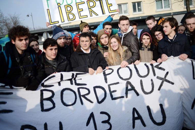 Patrick Pelloux et les lycéens de la marche à Paris, le 23 janvier 2015.