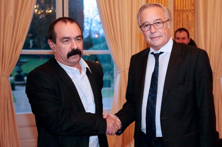 Philippe Martinez (à gauche), nouveau leader de la CGT, ici le 30 janvier 2015 avec le ministre du Travail François Rebsamen