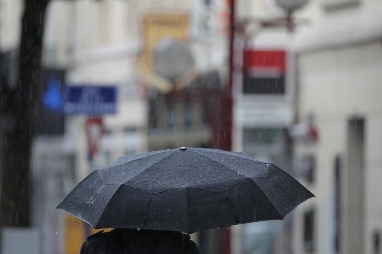 La pluie dans les rues de Caen