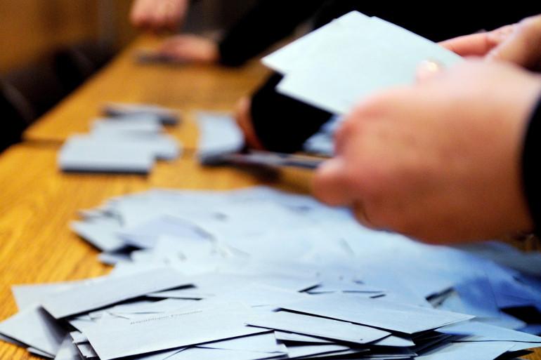 Des bulletins de vote.