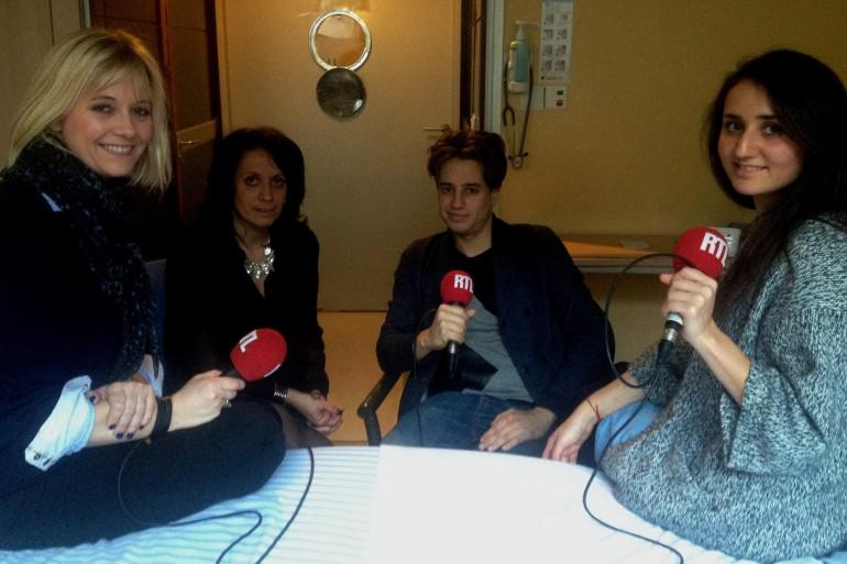 Flavie auprès de Véronique, Rebecca et Benjamin, le 27 janvier à l'hôpital Necker AP-HP à Paris