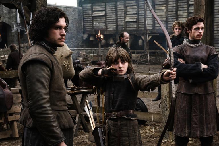 De gauche à droite, la fratrie Stark : Jon Snow, Bran et Robb