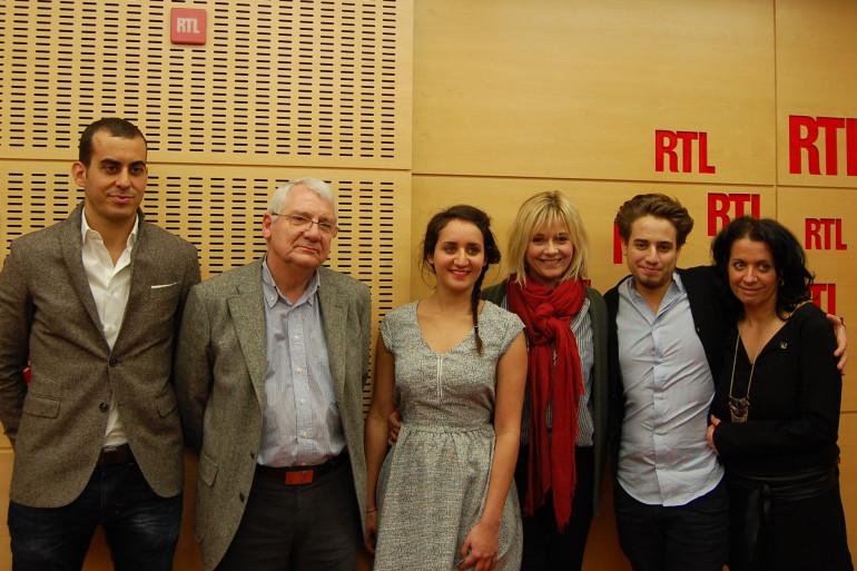 Le Pr Timisit, le Pr Bastien, Rebecca, Flavie, Benjamin et Véronique