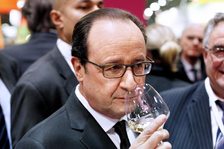 """""""C'est de la bombe"""", dit François Hollande en goûtant un vin"""