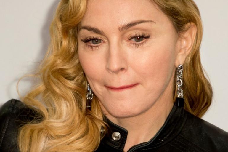 Madonna estime être tombée à cause de sa cape (archives).
