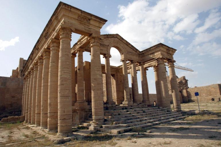 L'État islamique a détruit le 7 mars 2015 la cité antique irakienne de Hatra.