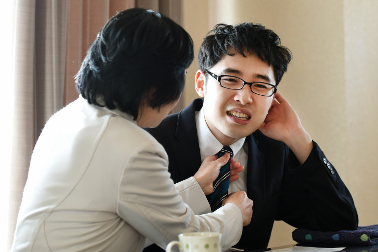 Naoki Higashida et sa mère.