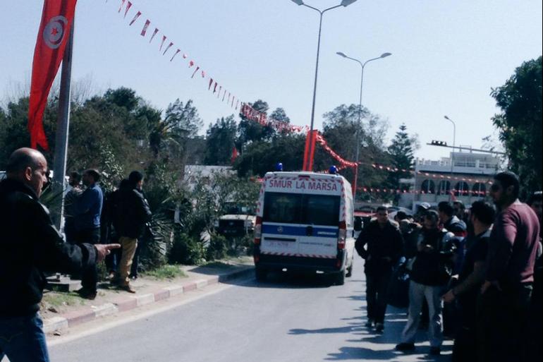 Trois ambulances ont quitté le Bardo escortées par la police