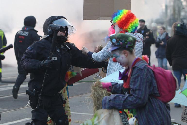 Le face-à-face a tourné à l'émeute à Francfort.