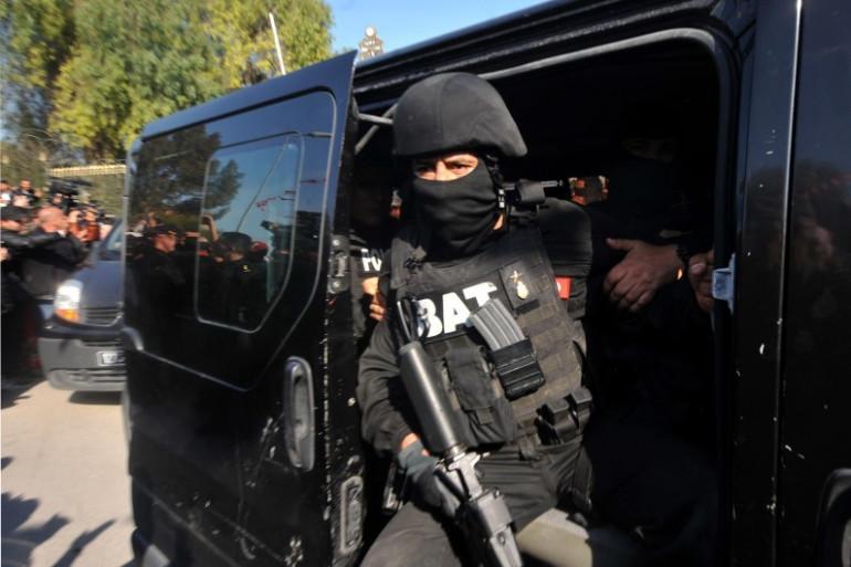 Les forces spéciales tunisiennes mobilisées après l'attaque du musée Bardo à Tunis, le 18 mars 2015.
