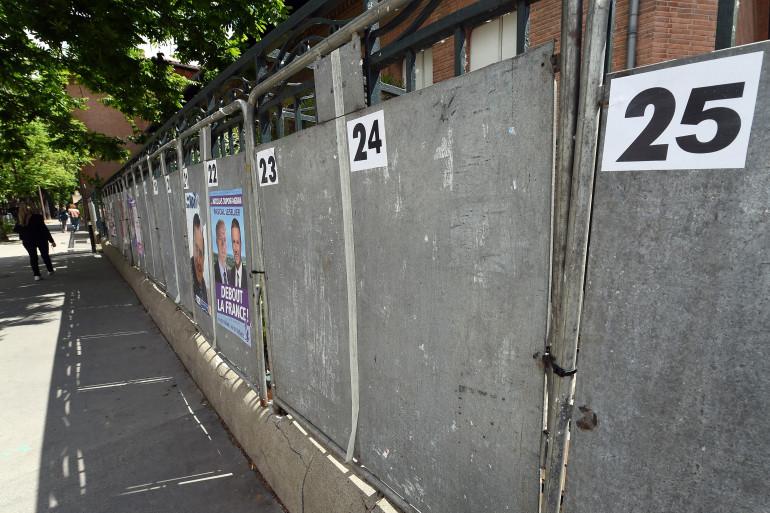 Des panneaux électoraux. (Illustration)