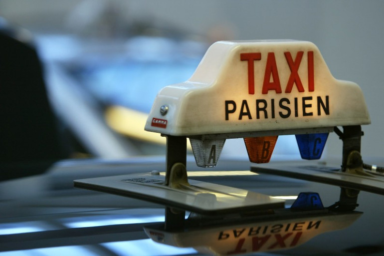 Un taxi parisien (illustration)