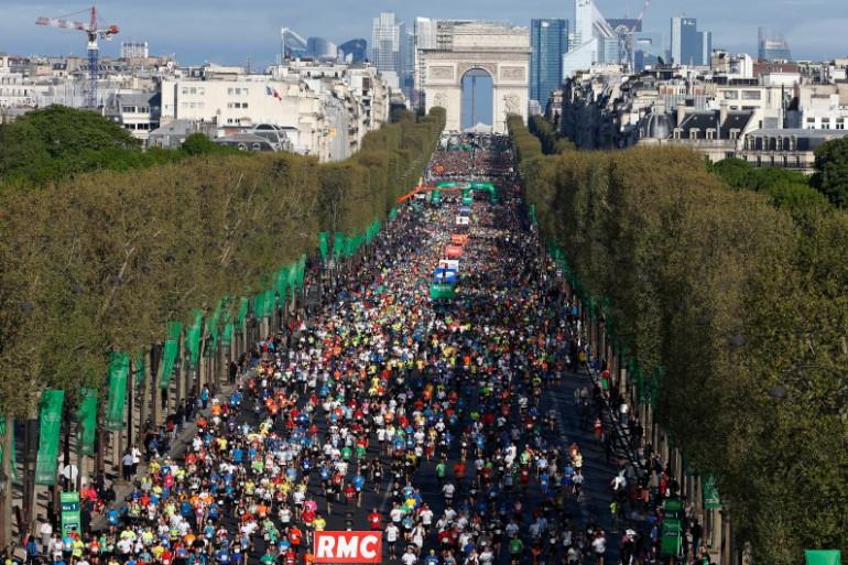 Le marathon de Paris sur les Champs Élysées, le 6 avril 2014