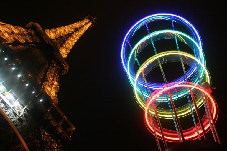 Les anneaux olympiques à Paris en mars 2005