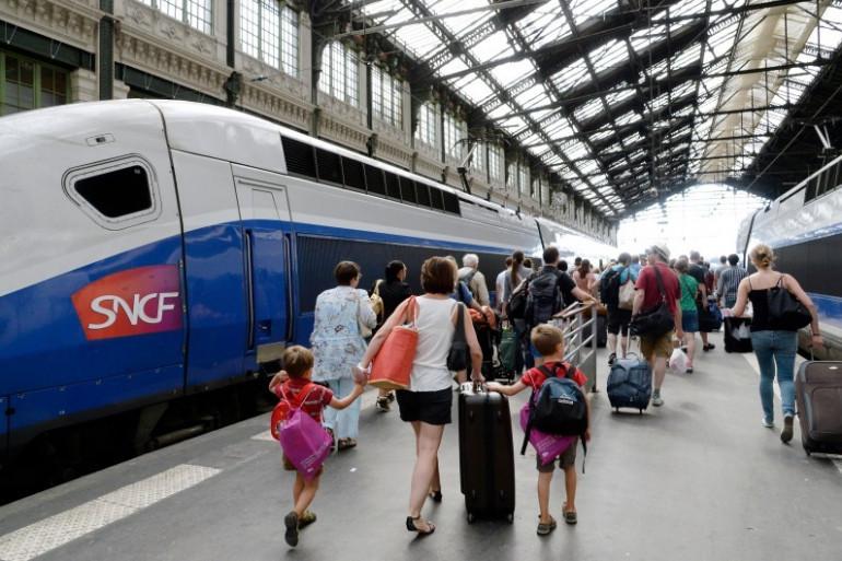Des Parisiens prennent un TGV à la gare de Lyon (photo d'illustration).