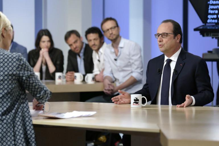 """François Hollande sur le plateau du """"Supplément"""" de """"Canal +"""", le 19 avril 2015"""
