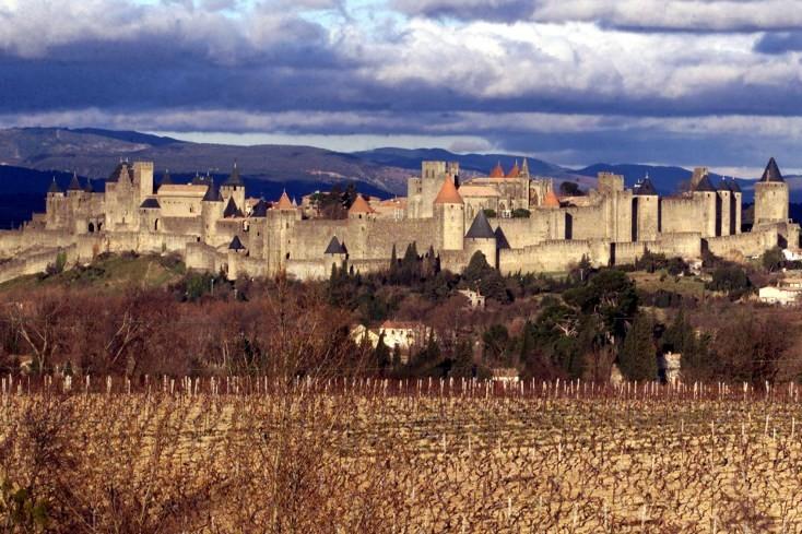 Carcassonne, le chef-lieu de l'Aude (Illustration).