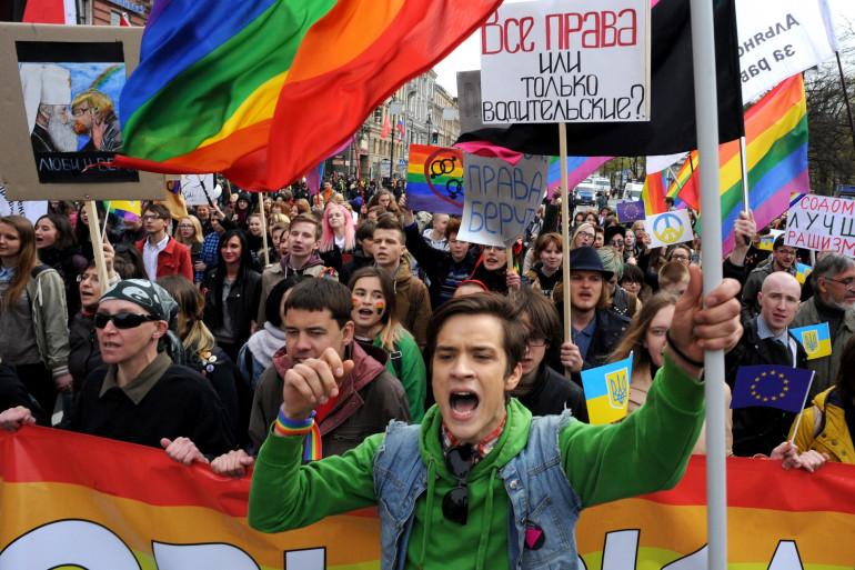 """Des manifestants de la """"Marche contre la haine"""" à Saint-Pétersbourg (Russie) le 1er mai 2014 (archives)"""