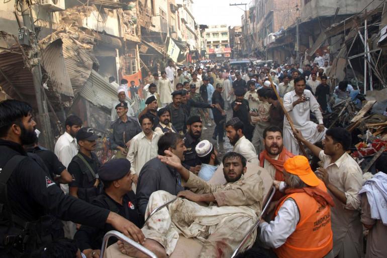 L'attentat contre un marché de Peshawar, au Pakistan, le 28 octobre 2009