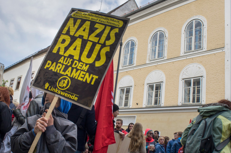 Une manifestation devant la maison natale d'Adolf Hitler