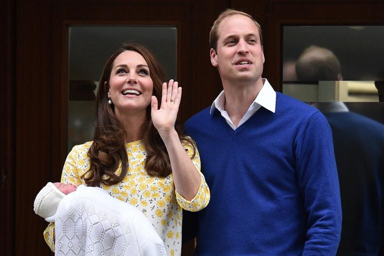 Kate et William présentent leur petite fille