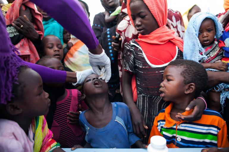 Une campagne de vaccination de l'ONU contre la polio au Darfour