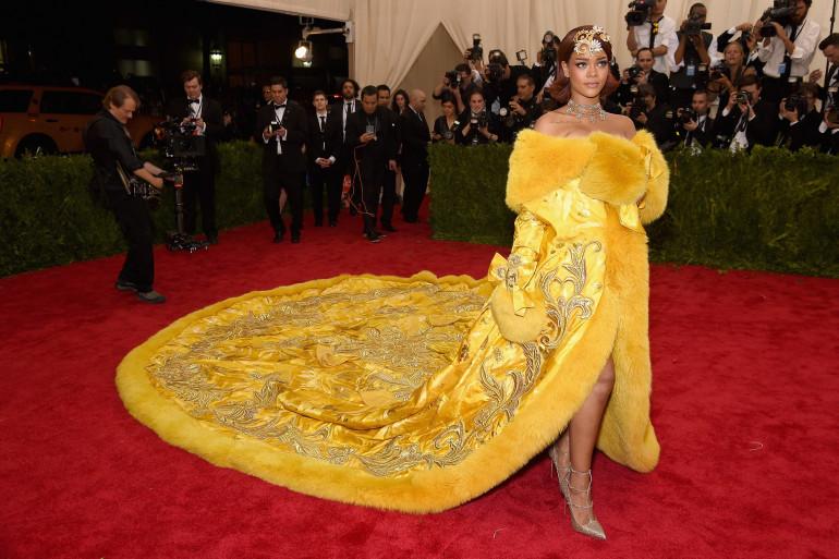 La robe de Rihanna au gala du Met a fait penser à une omelette à de nombreux internautes